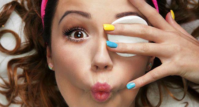 6 removedores de maquiagem naturais que você tem em casa e não sabia
