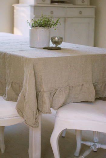 Linen tablecloth with flounce