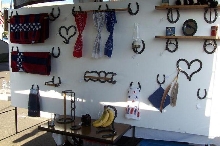 Horseshoe home decor american horseshoe decor invites for Horse shoe decorations