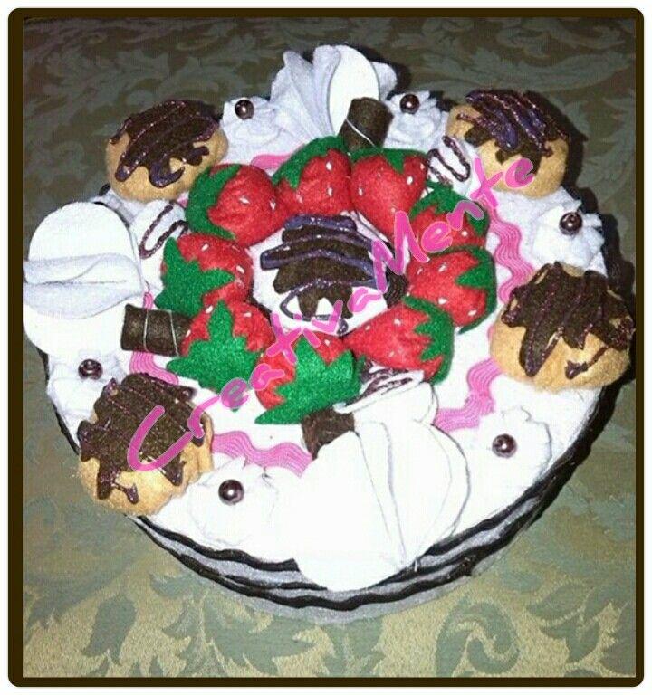 Torta/scatola realizzata interamente a mano in pannolenci