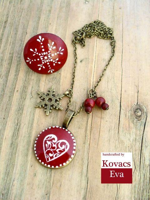 Hópelyhes,karácsonyi,téli ékszerszett, kovacsevi, meska.hu White snowflake and heart on red porcelain pendant and ring.