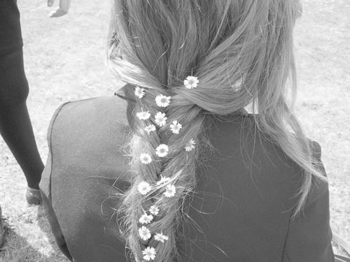 braid + flowers: White Flower, Daisies Chains, Summer Hair, Little Flower, Flower Power, Hair Style, Flower Children, Flower Hair, Flower Braids