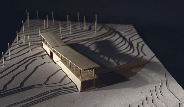 A Canoe Makers Studio [Brandon Porterfield, North Carolina State School of Design]  El proyecto es una propuesta para un personaje ficticio llamado Peter Caft. El lugar, un bosque en Carolina del Norte, USA. Su oficio es el diseño y armado de canoas, por lo que necesita de un lugar con la suficiente tranquilidad para concentrarse en su trabajo. Descubre su proyecto aquí: http://talleralcubo.com/?p=11508  +info: www.talleralcubo.com