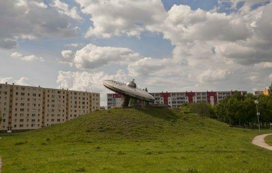 Interiéry a exteriéry ČSSR: VIZUÁLNE UMENIE V PRIESTORE,ČSSR: UFO,Sídlisko Medzi Jarkami,Bratislava