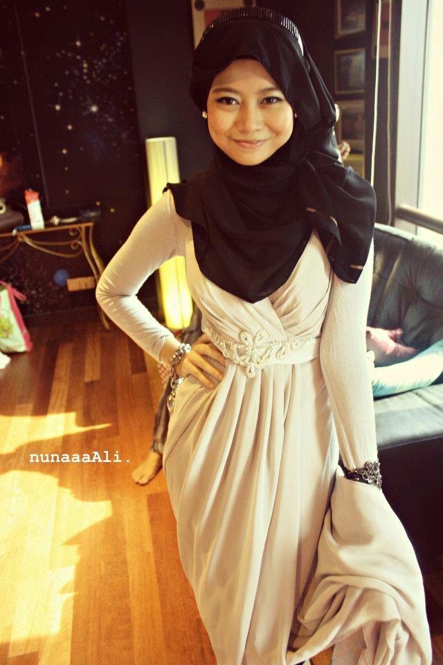 I like her dress ❤ hijab style