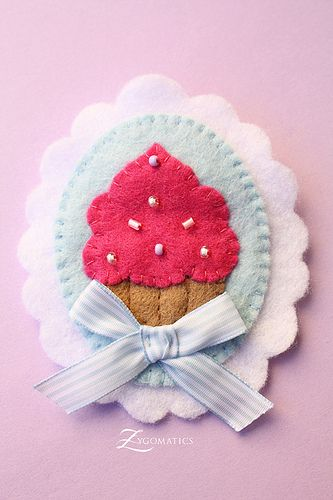 Felt cupcake.. thinking this would be cute on a card