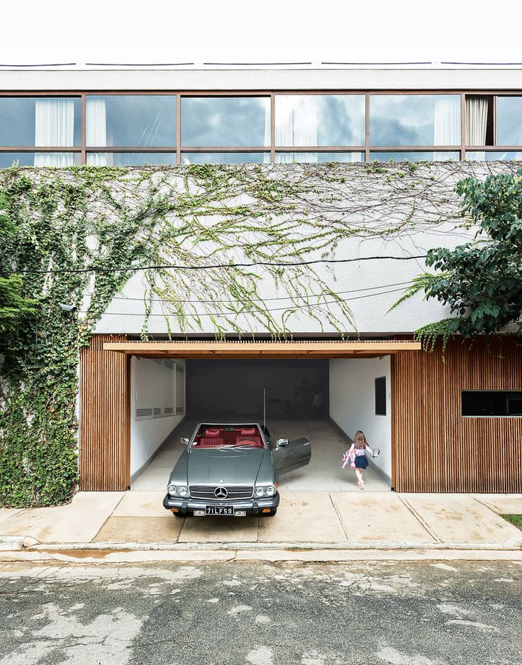 Architect Isay Weinfeld creates an epic home in São Paulo.