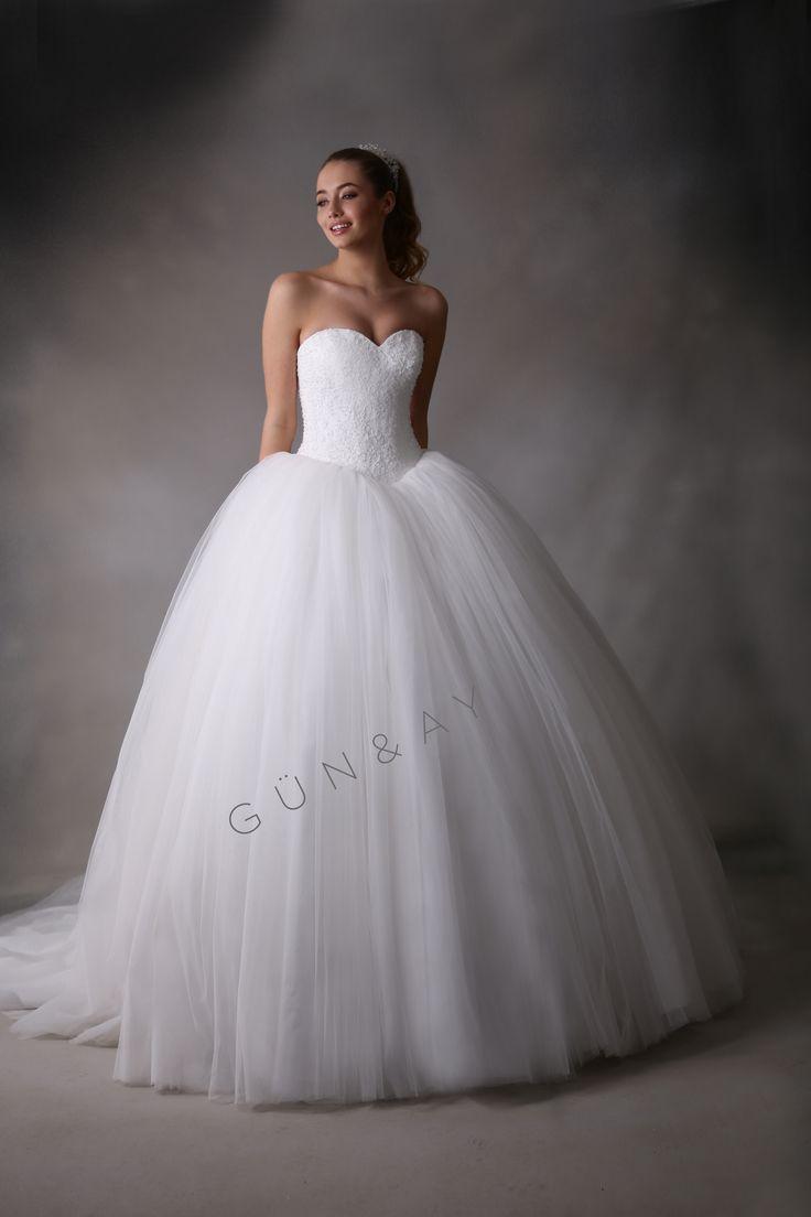 Prenses kesim, zarif ve göz alıcı bir görünüm yaratmanızı sağlayacak Gün&Ay gelinliği.#GünAyGelinlik #GünAy2017 #GünAyGelini #gelin #gelinlik #düğün #wedding #bride #bridal #love