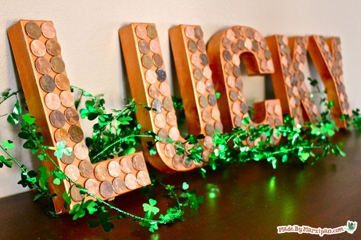 This Lucky Penny decor looks like a million bucks for St. Patrick's Day!