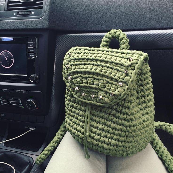 А вот и он - мой маленький дерзкий друг  Пряжа @boncotton_yarn , цвет Оливка. И спасибо @_a.samsonova_ за описание вязания и за вдохновение! #вязаныйрюкзак #трикотажнаяпряжамосква #трикотажнаяпряжабонкоттон #тпряжа #вязание #вязаниеназаказ #вязаниекрючком #trapillo #crochet #стиль #мода #рюкзак #backpack