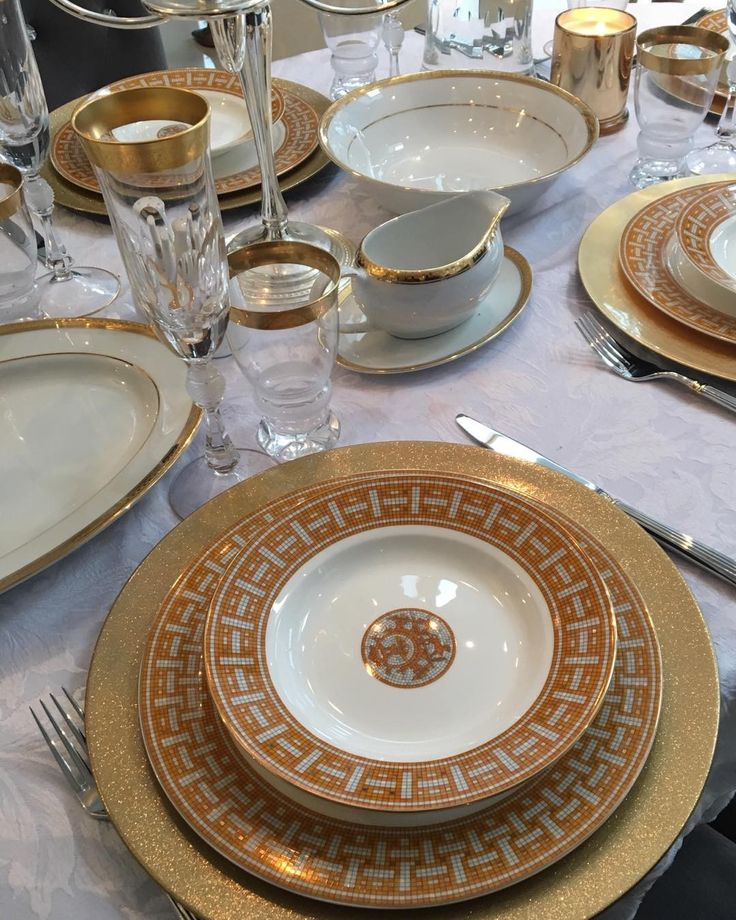 Loving this table setting by our own SNimmo styled for Christmas lunch. #hermes #mosaiquedinnerware #tablestyling #finedining #eventsplanning #ecclestonslifestyle #ecclestonslondon
