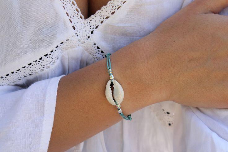 Bracelet cordon turquoise coquillage cauris : Bracelet par majabel
