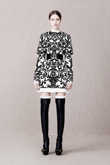 Alexander McQueen pre-fall 2013 is all about prints and overkneeboots