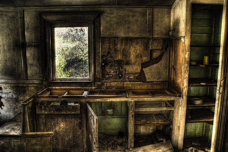 Abandoned_houses2 by RichardjJones.deviantart.com