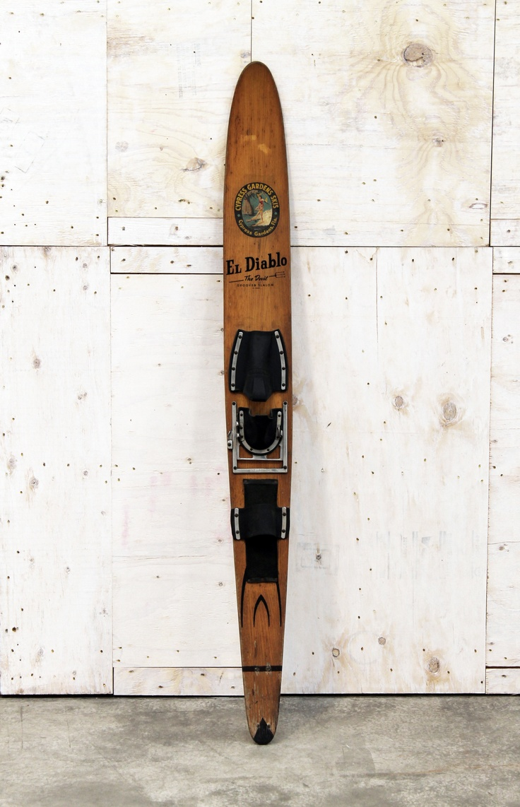 "Wood Water sky ""EL DIABLO"" made by CYPRESS GARDEN. Originally patented in 1968 and made in 1972, the ski is in excellent condition."