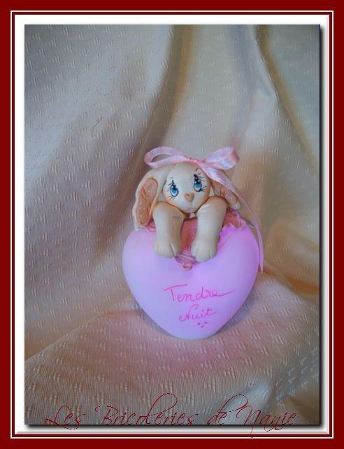 Neige, petite lapine sur une veilleuse <3  Entièrement modelée à la main et en porcelaine froide <3