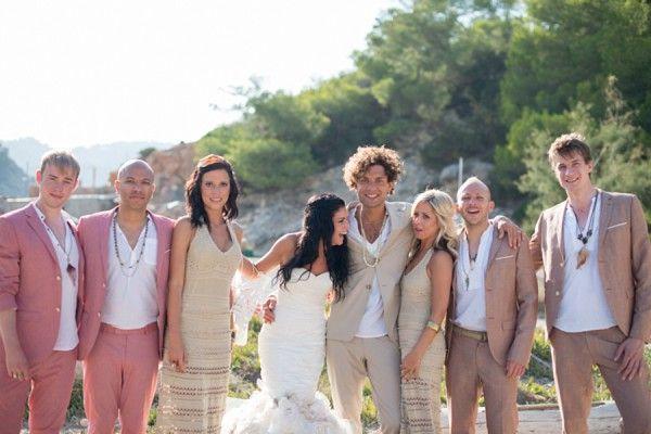 Damas de honor caballeros de honor mixtos for Beach wedding dress code