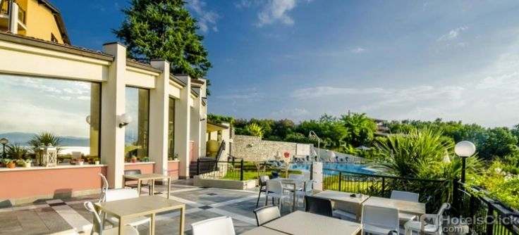 Hotel Belvedere is only 1,2 miles away from #LakeGarda Italy. The hotel features an outdoor swimming pool, a free parking, free WI-fi in public areas and a restaurant.https://www.hotelsclick.com/hotels/italy/lake-garda/133704/hotel-belvedere.html