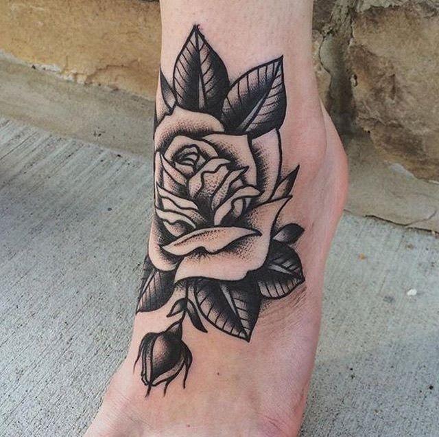 Resultado de imagen para tattoo tradicional rosa black and grey