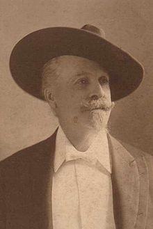 William Frederick Cody dit Buffalo Bill (26 février 1846 à LeClaire, Comté de Scott, Territoire de l'Iowa - 10 janvier 1917 à Denver, Colorado). Une figure mythique de la Conquête de l'Ouest. Wikipédia