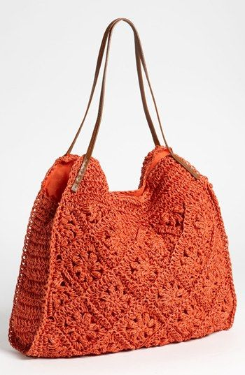 Straw Studios Crochet Tote .. http://aprendizdecrocheteiras.blogspot.com.es/2012/08/bolsas-de-croche-no-universo-fashion.html