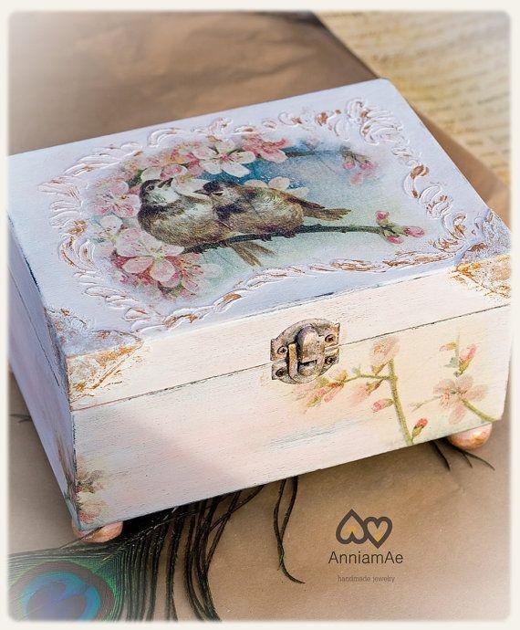 Items similar to Caja decorada: joyero,en rosa decapado y adornos en dorado, con decopuage de aves. regalo san valentin on Etsy