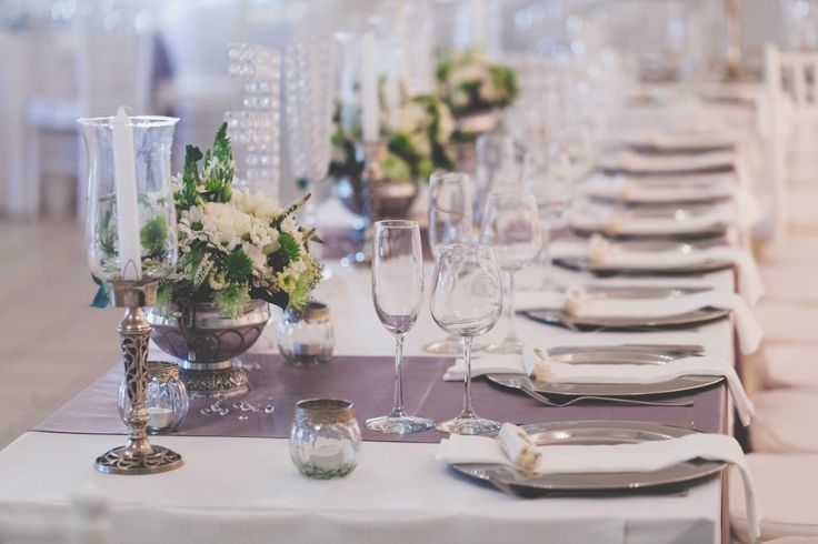 Mixed green and white table centrepieces