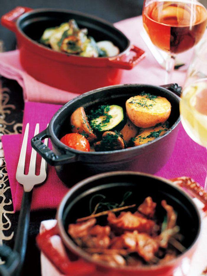 小さなココットに入れてオーブンへ 『ELLE a table』はおしゃれで簡単なレシピが満載!