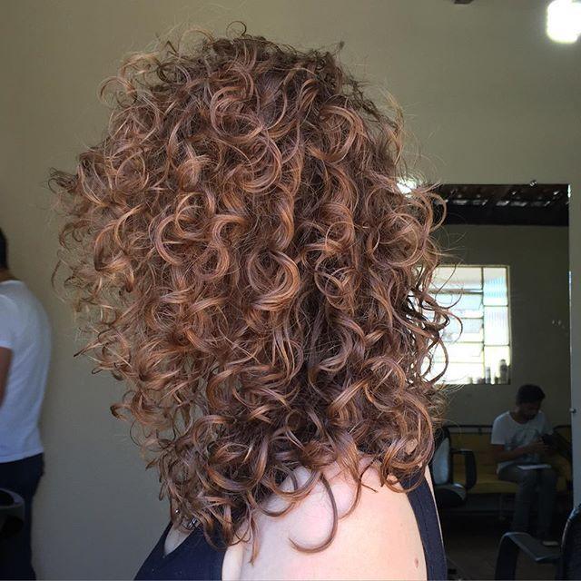 Que corte lindo | cachos loiros e um corte curto | inspiração para make/cabelo de 2019 | Pinterest | Cabelo cacheado, Cabelo e Cabelos cacheados com luzes
