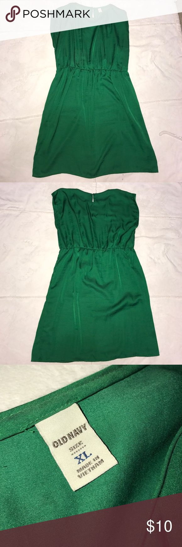 Kelly green dress Kelly green Old Navy knee length dress. Can be dressed up or worn casual. Great condition! Fast shipping!! Old Navy Dresses