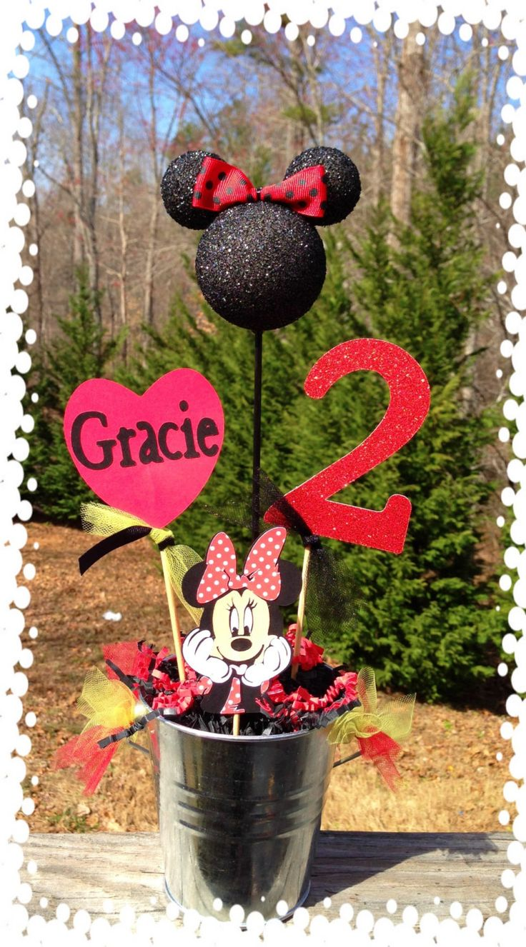 Minnie Mouse Party centerpiece.