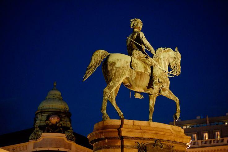 #Albertina by Night #horse #rider #statue #night #Albertinamuseum #view #perspektive #perspective #Pferd #reiter #Skulptur #traumhaft