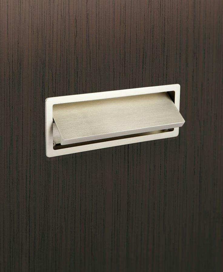 Beslag Design - Handle Raso, recessed handle in brushed stainless steel.