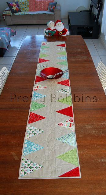 best 25 christmas table runners ideas on pinterest quilted table runners christmas xmas. Black Bedroom Furniture Sets. Home Design Ideas