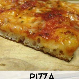 Ogni riccio un pasticcio - Blog di cucina: Pizza tutta buchi con lievito di birra (alta idratazione)