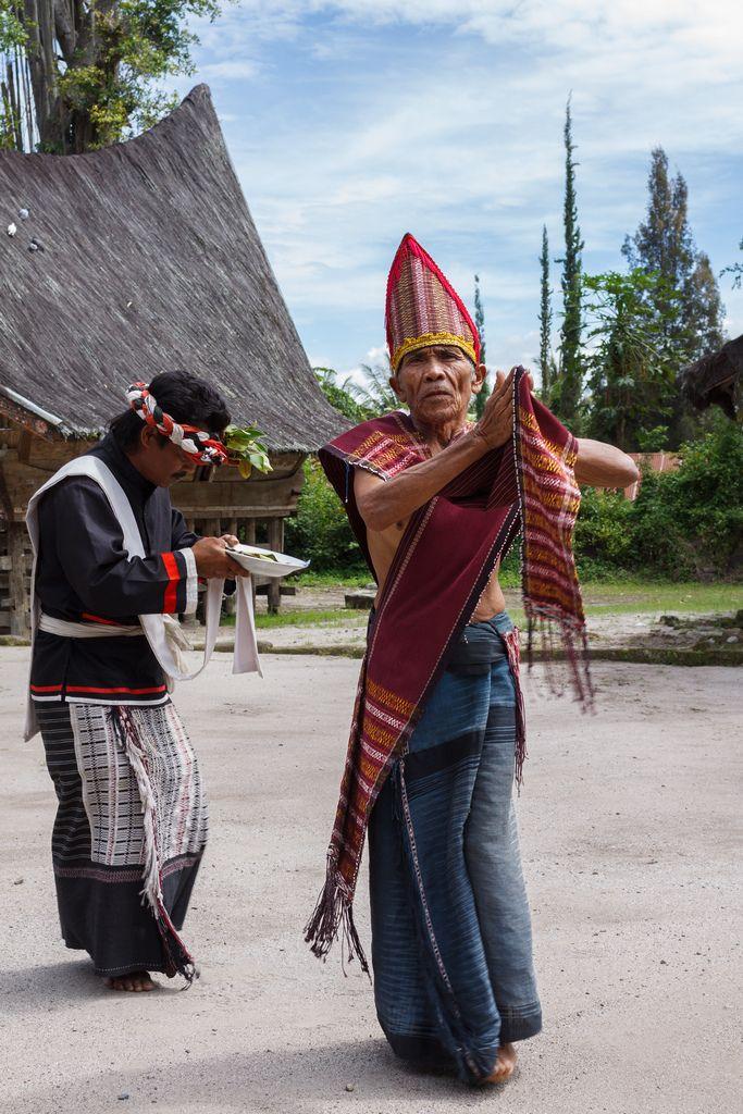 Batak Dancer by Alexander Ipfelkofer on Flickr - Traditional Batak dance performance ( Tor-tor and Sigale-gale) at the Huta Bolon Village, Simanindo, Samosir Island, North Sumatra
