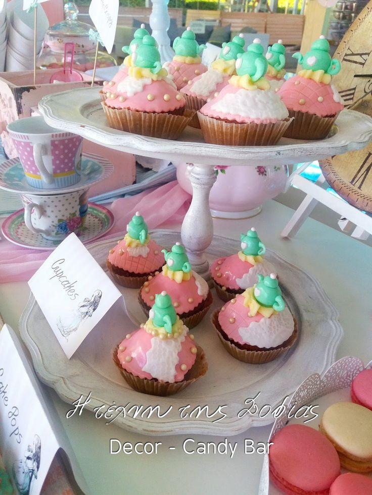 Candy Bar με θέμα η  Αλίκη στην χώρα των θαυμάτων. Candy Bar Alice in wonderland themed Baptism