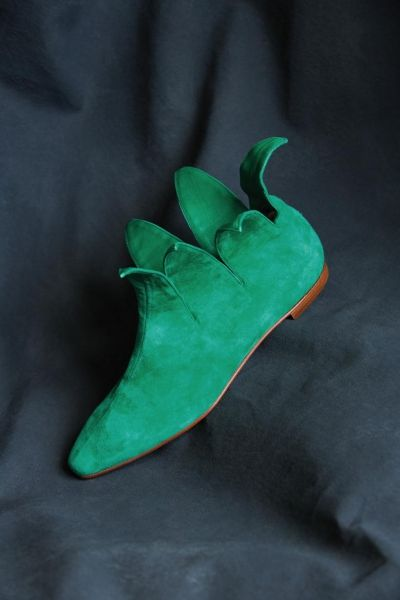 Manolo Blahnik: esce la monografia Gesti fugaci e ossessioni che celebra 40 anni di creazioni del grande stilista di scarpe