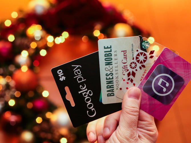 Missed those final shipping deadlines? No problem. With plenty of top-notch retailers offering gifts via email, you can shop for electronic gift cards up to the last minute -- literally. #LastMinXmas