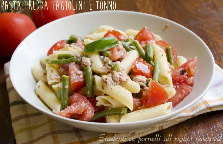 La pasta fredda fagiolini e tonno è un'insalata di pasta estiva leggera e saporita. Ricetta facile e veloce, pasta fredda fagiolini, tonno e pomodori light.