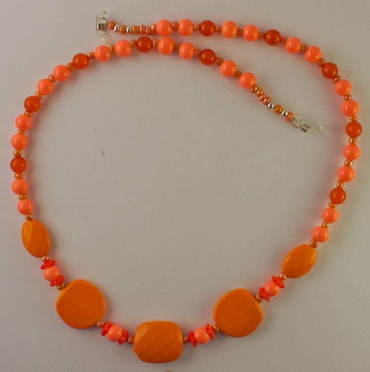 Do you like orange? Then this glasses chain is for you from Gum Blossom Jewellery on facebook.