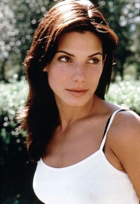 In 2007, Sandra Bullock was ranked as the 14th richest woman in the entertainment industry with an estimated fortune of US $85 million. She is considered to be the biggest female star of modern Hollywood, replacing Julia Roberts (1990's) and Angelina Jolie (2000's)