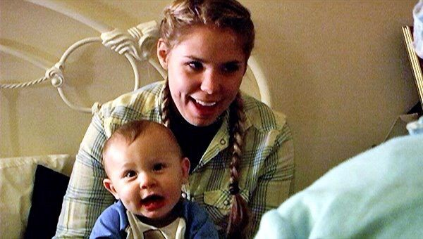 Teen Mom 2 Photo from Season 2 Kailyn Lowry and her son Isaac #kailyn #lowry #kailynlowry #teen #mom #teenmom #teenmom2 #mtv #16andpregnant #16andpregnantseason2a