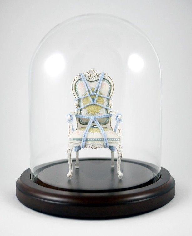 """James Kennedy lavora in vari ambiti artistici, e spazia dall'installazione al disegno, dal video alla fotografia, alla musica. Francese di origini, ora vive a New York. Nel 2006 inizia la serie """"Serial Bondage"""", in cui lega/annoda, tramite l'uso dell'antica arte giapponese dello Shibari, delle poltrone vittoriane e altre sedute, durante vere e proprie installazioni. Ultimamente le sedie sono state """"miniaturizzate""""  e messe a sicuro sotto cupole di vetro, e sono in vendita su Etsy."""