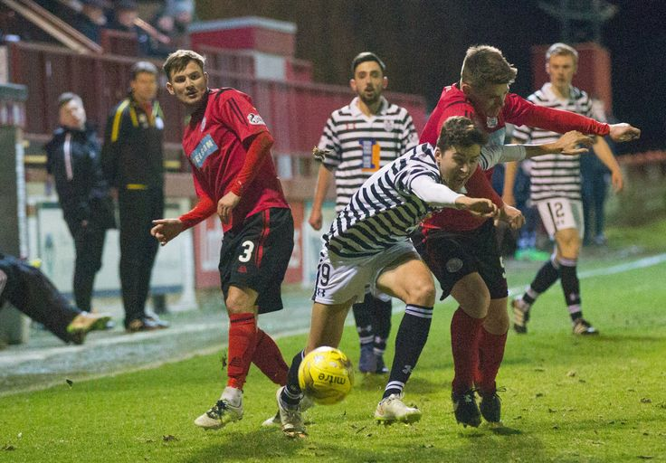 Queen's Park's Dario Zanatta in action during the Ladbrokes League One game between Brechin City and Queen's Park. P