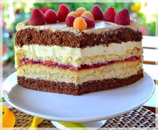 Jak w każdy weekend coś dobrego dla łasuchów:) Dziś tort kawowy z frużeliną wiśniową.  Jest dość pracochłonny ale myślę że warto:)  Przepis...