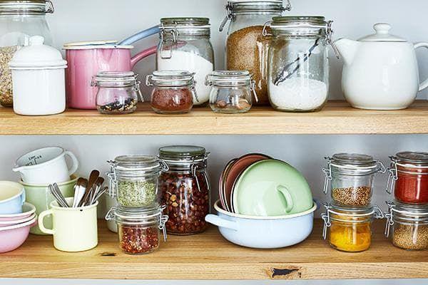 Lebensmittel richtig aufbewahren und im Kühlschrank richtig lagern, ist wichtig um die Haltbarkeit zu erhöhen. Wir zeigen, wie die richtige Lagerung geht.