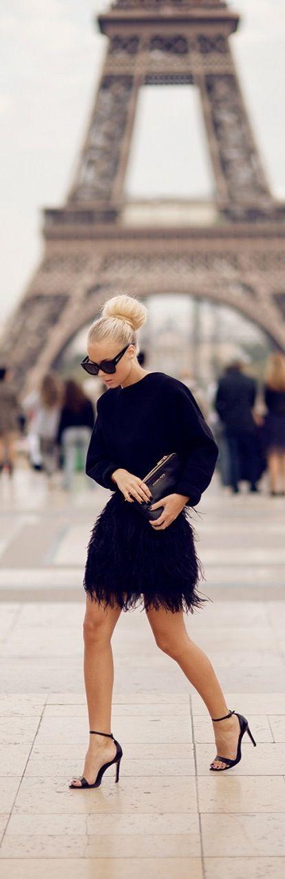 Paris Street Style | All black | feathers | Open toe | Sandals | Skirt  <3 @benitathediva