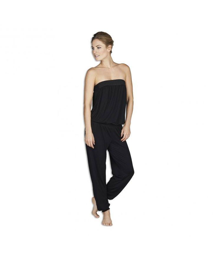 Jumpsuit Jersey.Ga jij voor trendy comfort in de zomer? Draag dan deze zeer comfortabele jumpsuit. De jumpsuit is uitgevoerd in een zwarte zachte stof. Aan de bovenzijde van de jumpsuit zit een zwarte print. Ook ideaal voor in huis.  #zomercollectie #zomerkledingdames #zomerkleding