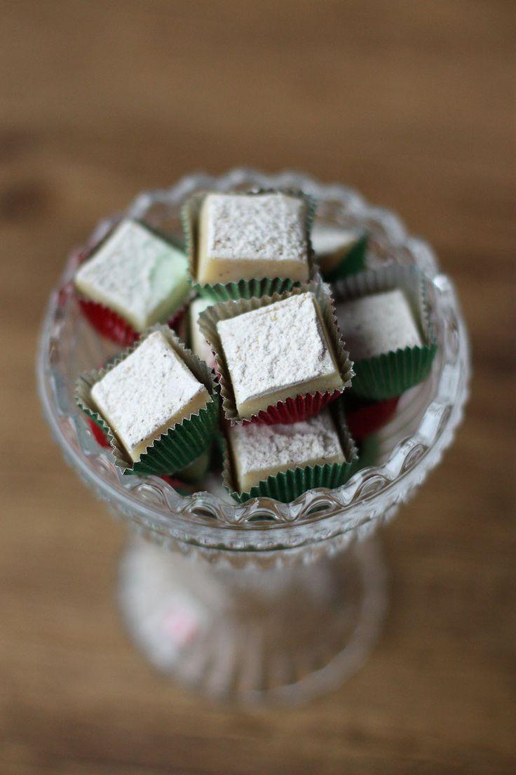 Helpon ja nopean fudgen voi tehdä myös mikrossa. Ei suklaan sulattamista vesihauteessa, lämpömittareita tai pitkää listaa kummallisia aineso...